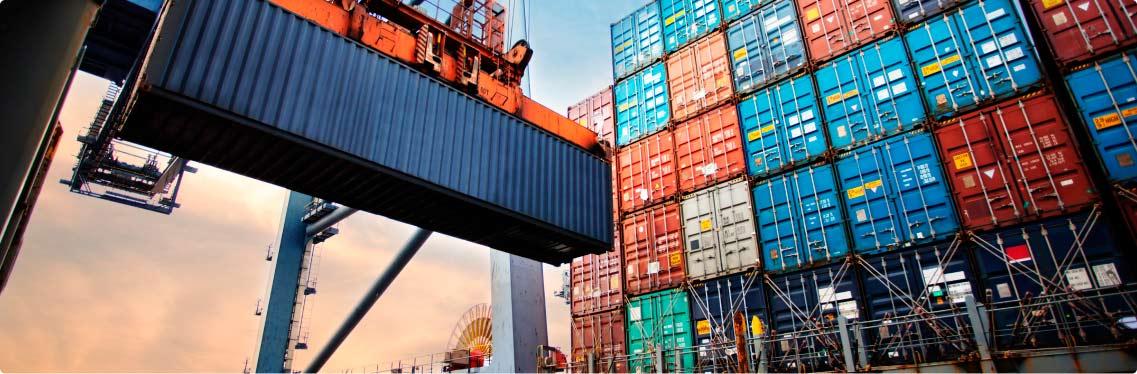 Exportações brasileira em containers no porto