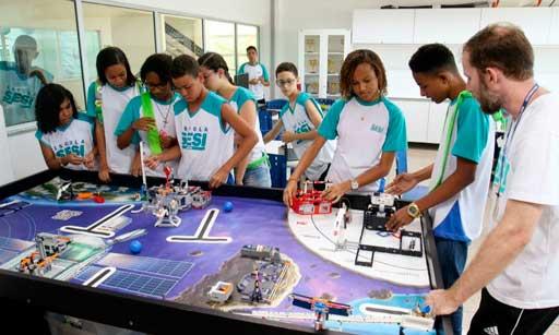 Alunos de robótica educacional SESI