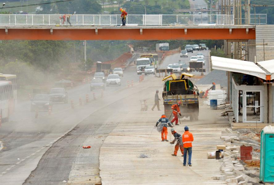 Obras de serviço de infraestrutura no Brasil