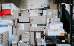 Imagem de embalagens representando desenvolvimento e adequação de embalagem