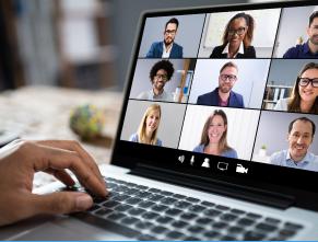 Pessoas em reunião online