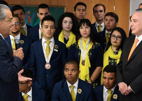 Alunos do SENAI conquistam 2º lugar na WorldSkills 2017 e são homenageados no Planalto.png