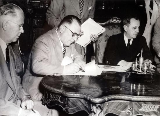 Assinatura de acordo de cooperação entre o SENAI e a OIT