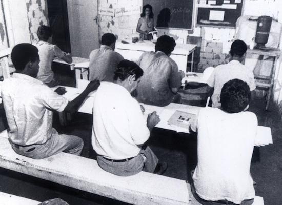 Aula em canteiro de obras, em 1992