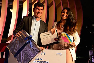 Carla-Naiane-Vencedora-Prêmio-IEL-Estágio-2016.jpg