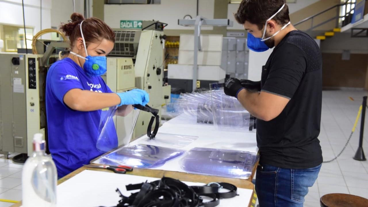 SENAI de Goiás, UFG e Abinfer produzem mais de 10 mil protetores faciais