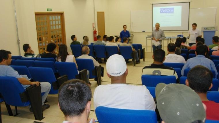 Sindivest e Senai promovem workshop sobre manutenção de máquinas de costura