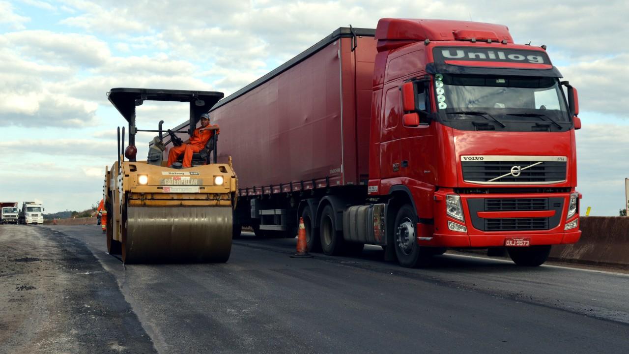Rodovias federais registram 16.802 acidentes com caminhões em 2019, mostra CNI