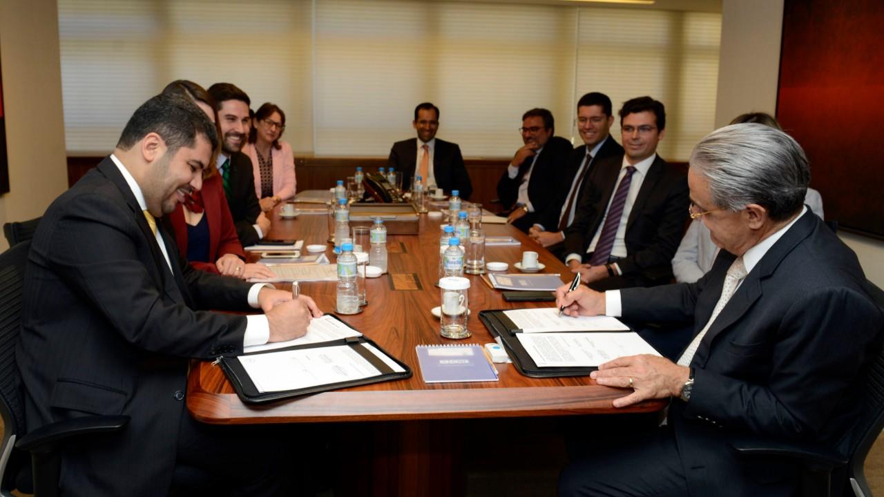 CNI e MDIC firmam acordo para abertura de escritórios regionais do ministério em federações de indústrias