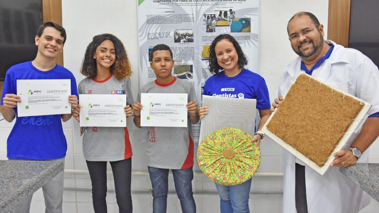 Estudantes do SESI de Maceió são premiados na maior feira de iniciação científica do país