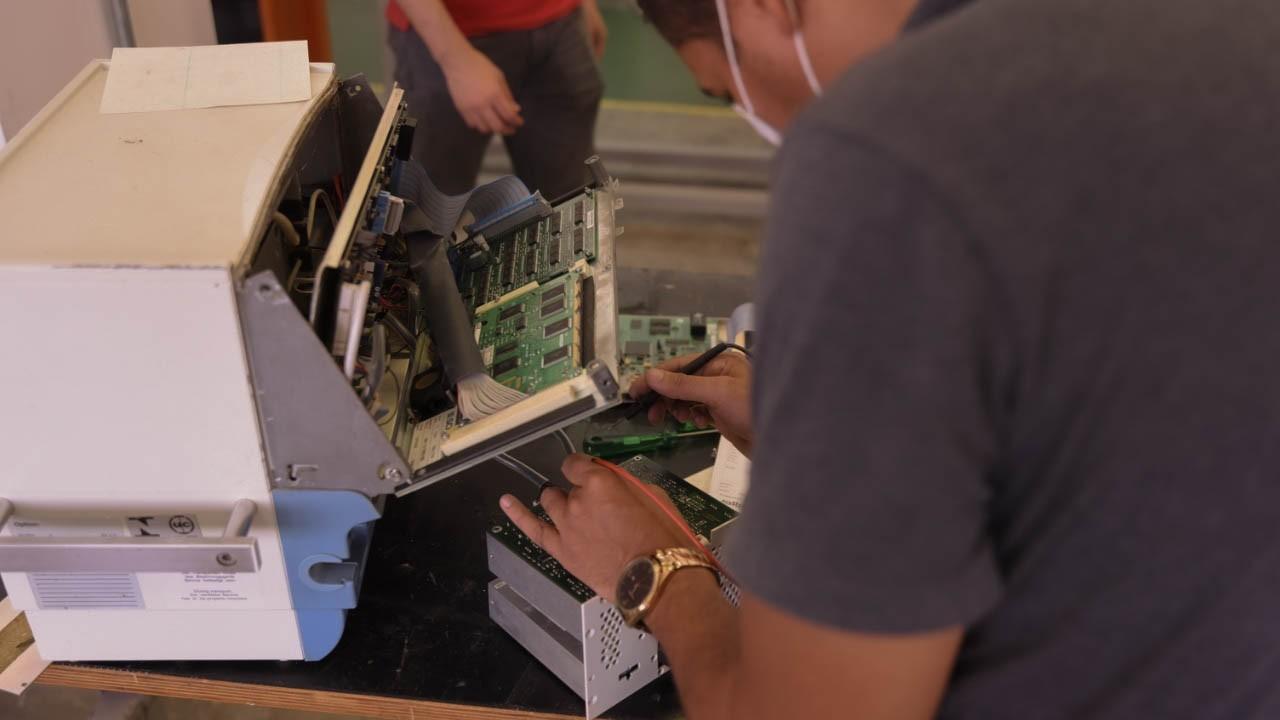 Iniciativa de manutenção de respiradores coordenada pelo SENAI é destaque no Jornal Hoje, da TV Globo
