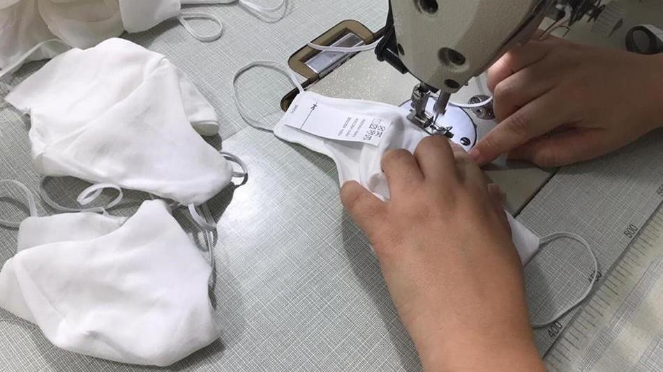 Indústria têxtil doa 300 mil máscaras para pessoas carentes de Goiás