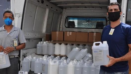 FIEMG, UFMG e ArcelorMittal distribuem álcool glicerinado a instituições sociais
