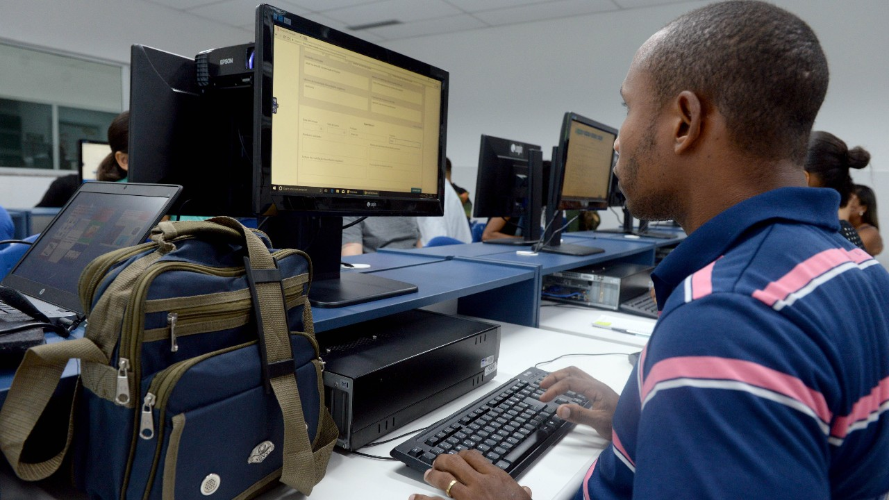 SESI aumenta matrículas na EJA com modelo que valoriza EaD e histórico do aluno