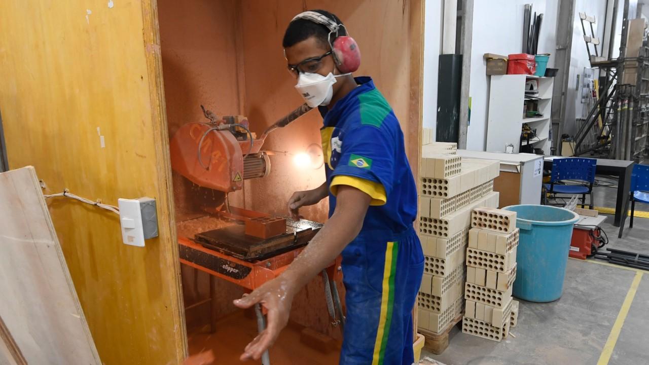 De tijolinho por tijolinho, competidor brasileiro construiu seu caminho para Rússia
