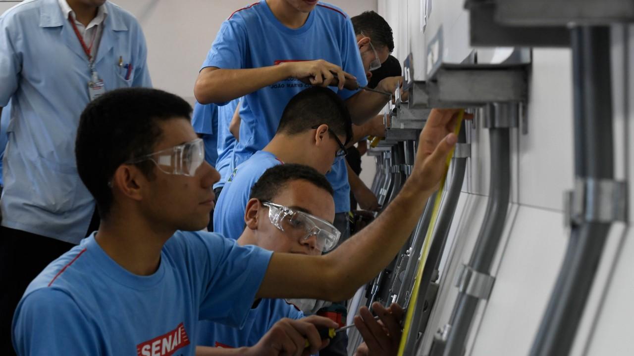SENAI e Ministério da Economia lançam programa de aprendizagem 4.0 para formar a futura mão de obra da indústria