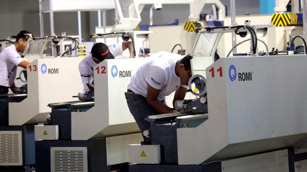 Atividade industrial desacelera em novembro
