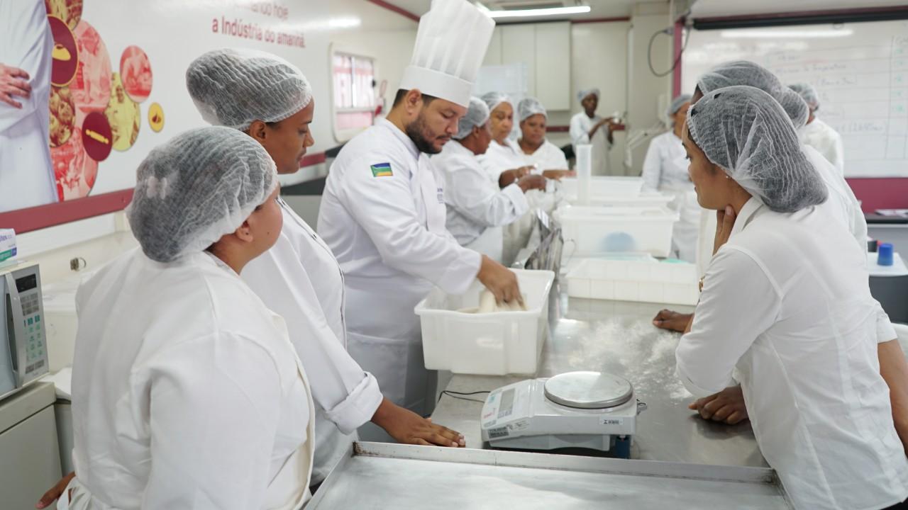 SENAI inicia aulas práticas de panificação na Guiana Francesa