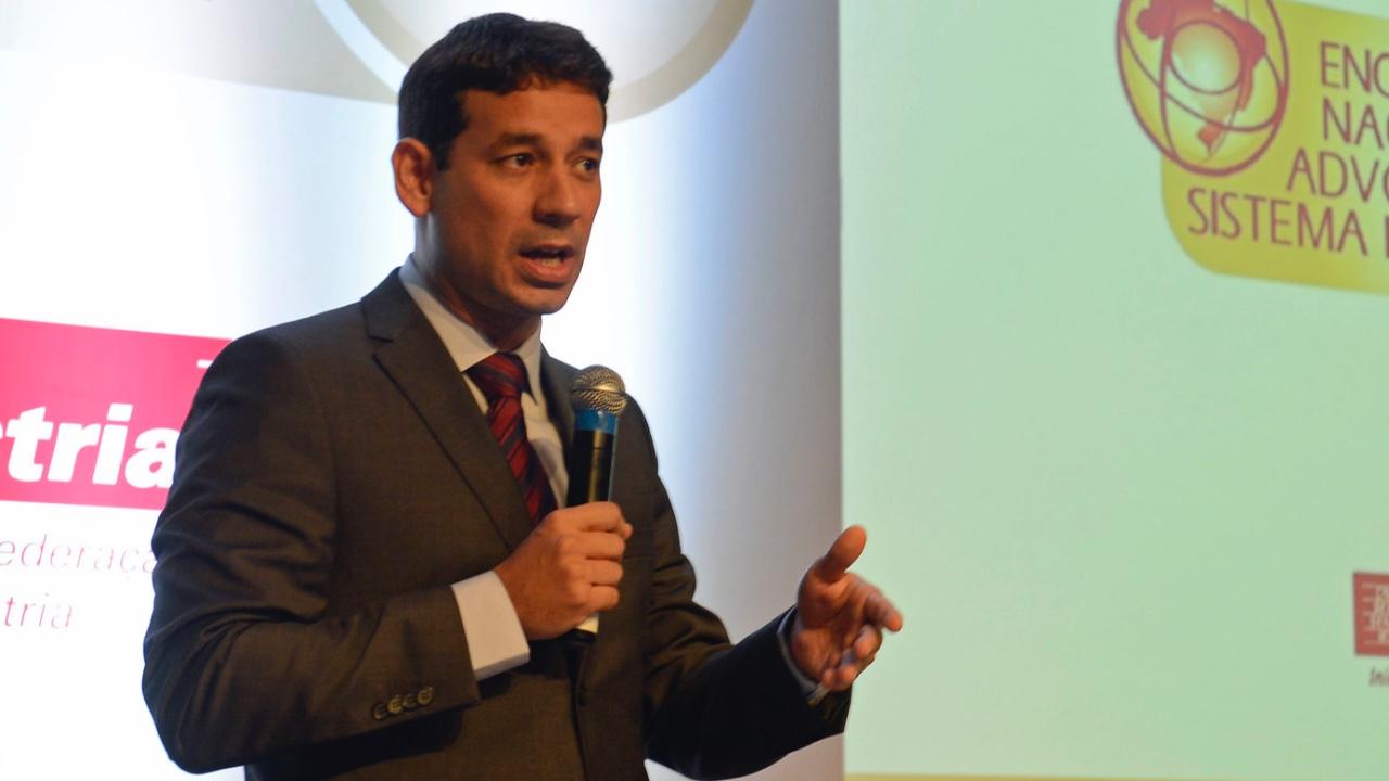 Reforma trabalhista respeitou Convenção 98 da OIT ao promover a negociação coletiva, afirma especialista