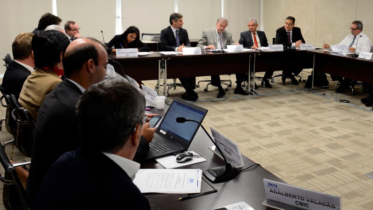 Conselho Temático da CNI discute reforma tributária aprovada na CCJ