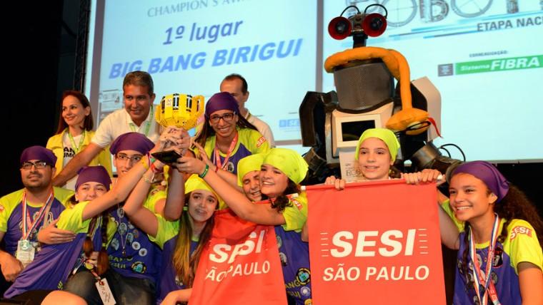 Oito equipes garantem vagas para torneios internacionais de robótica nos Estados Unidos, Austrália e África do Sul