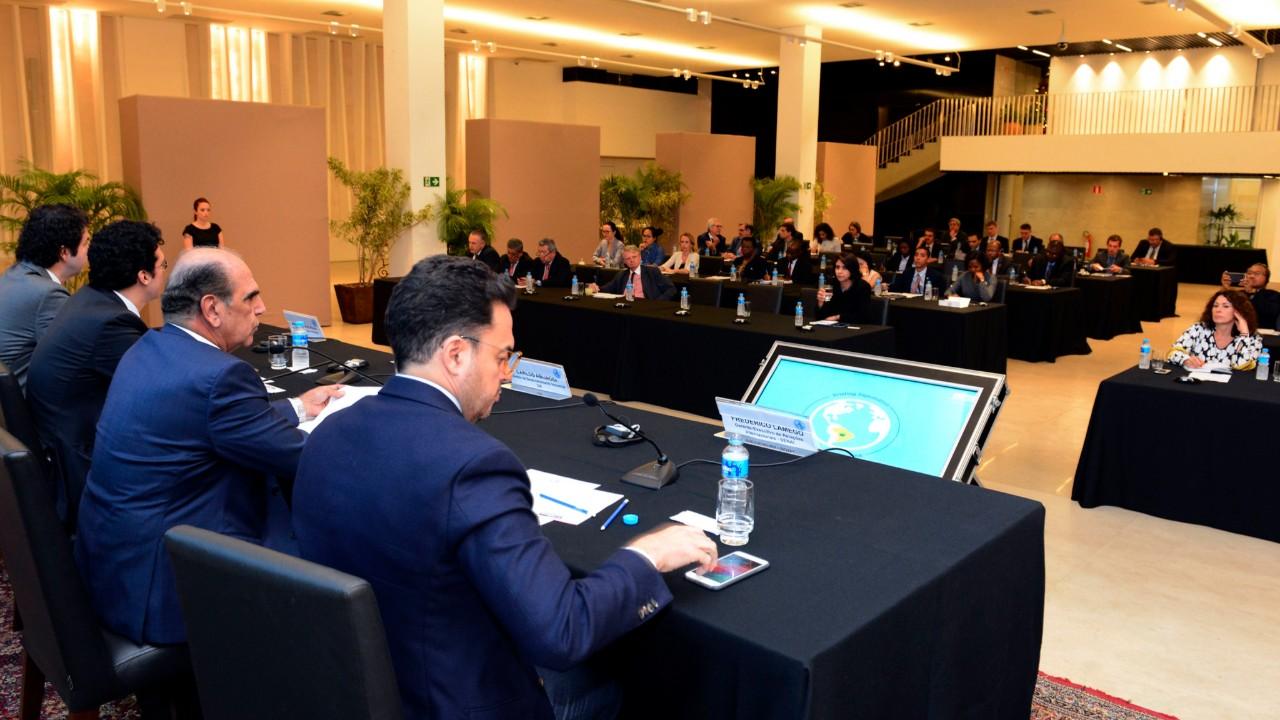 Ambiente no Brasil está mais favorável ao crescimento econômico, diz diretor da CNI