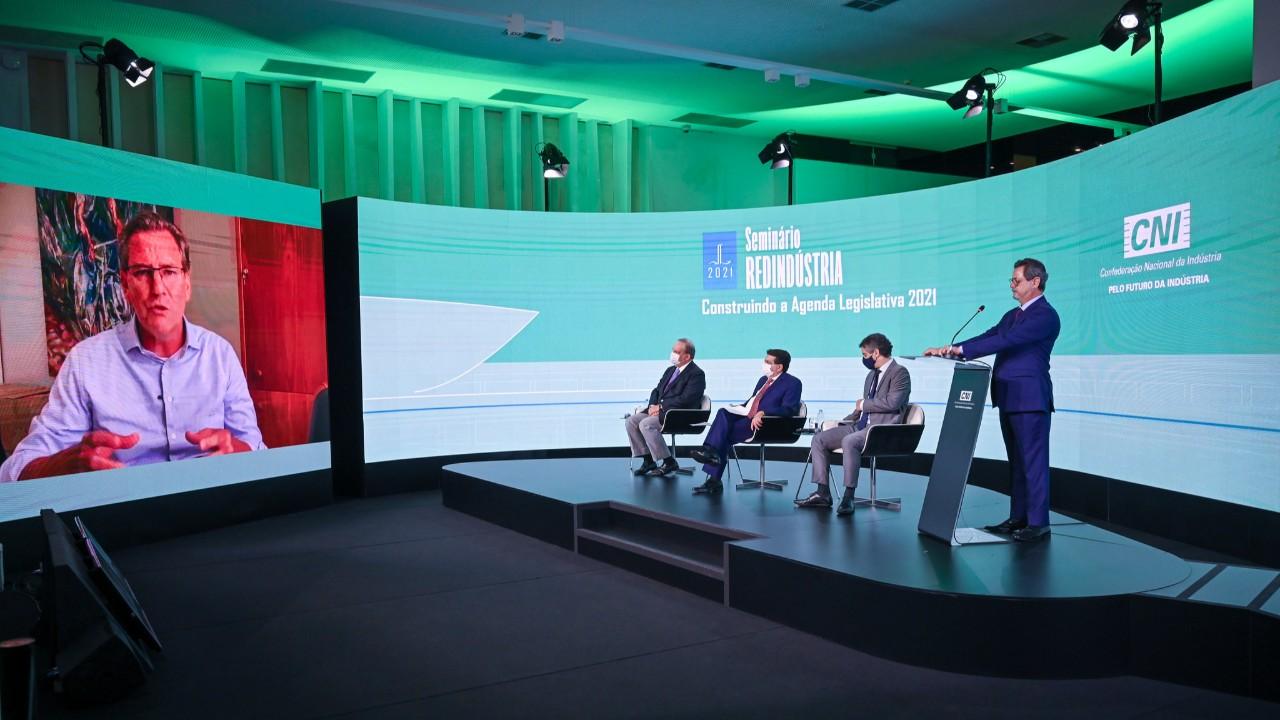 Indústria reforça urgência das reformas tributária e administrativa