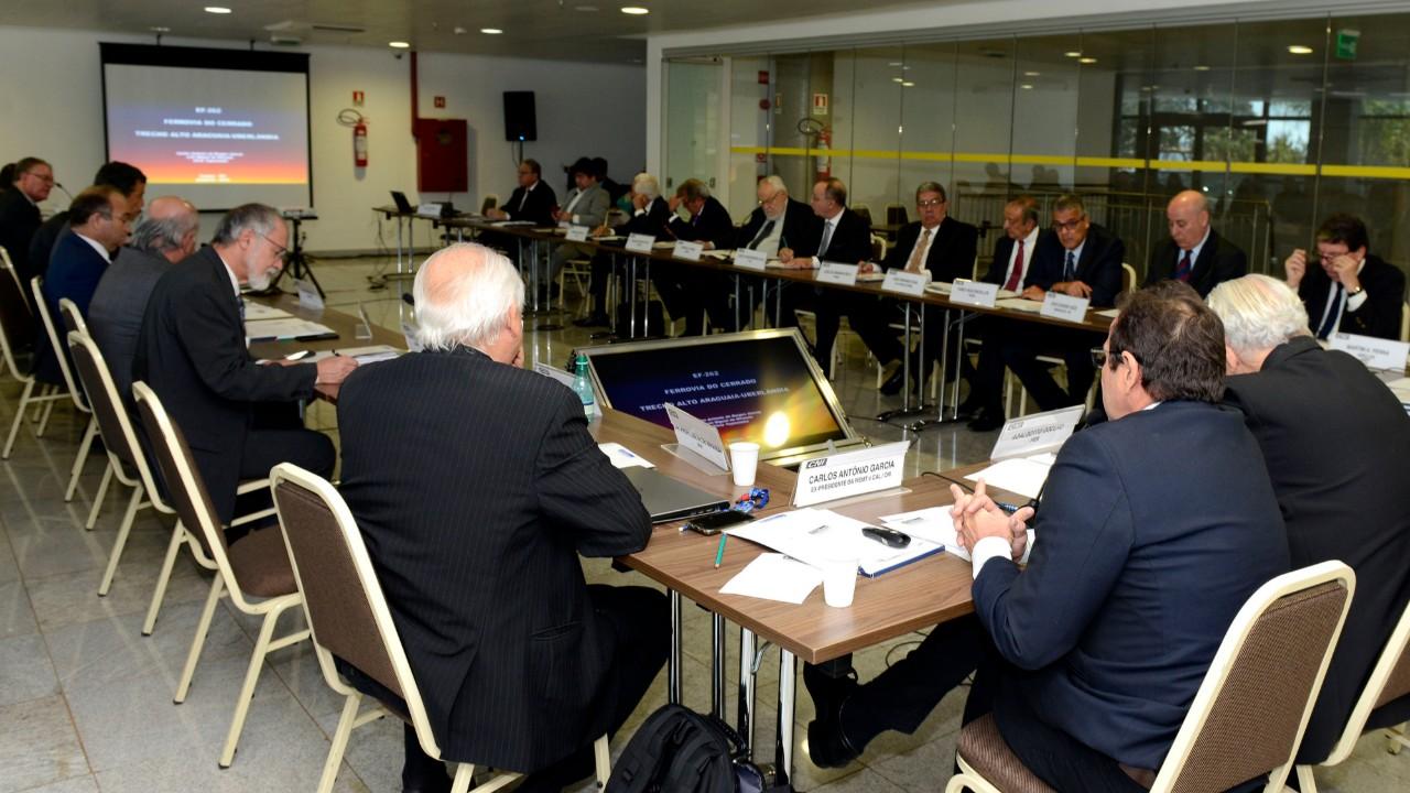 Ferrovia do Cerrado e desenvolvimento de hidrovias melhorarão escoamento de produtos no país