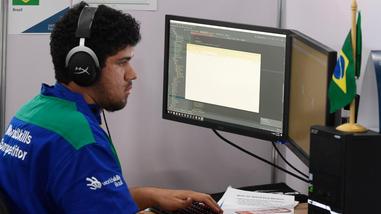 Aluno do SENAI Alagoas ganha certificado de excelência no mundial de profissões