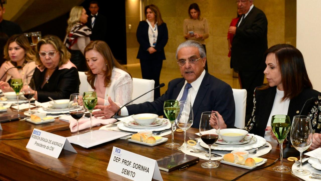 Educação é agenda prioritária para a indústria brasileira, diz Robson Braga de Andrade