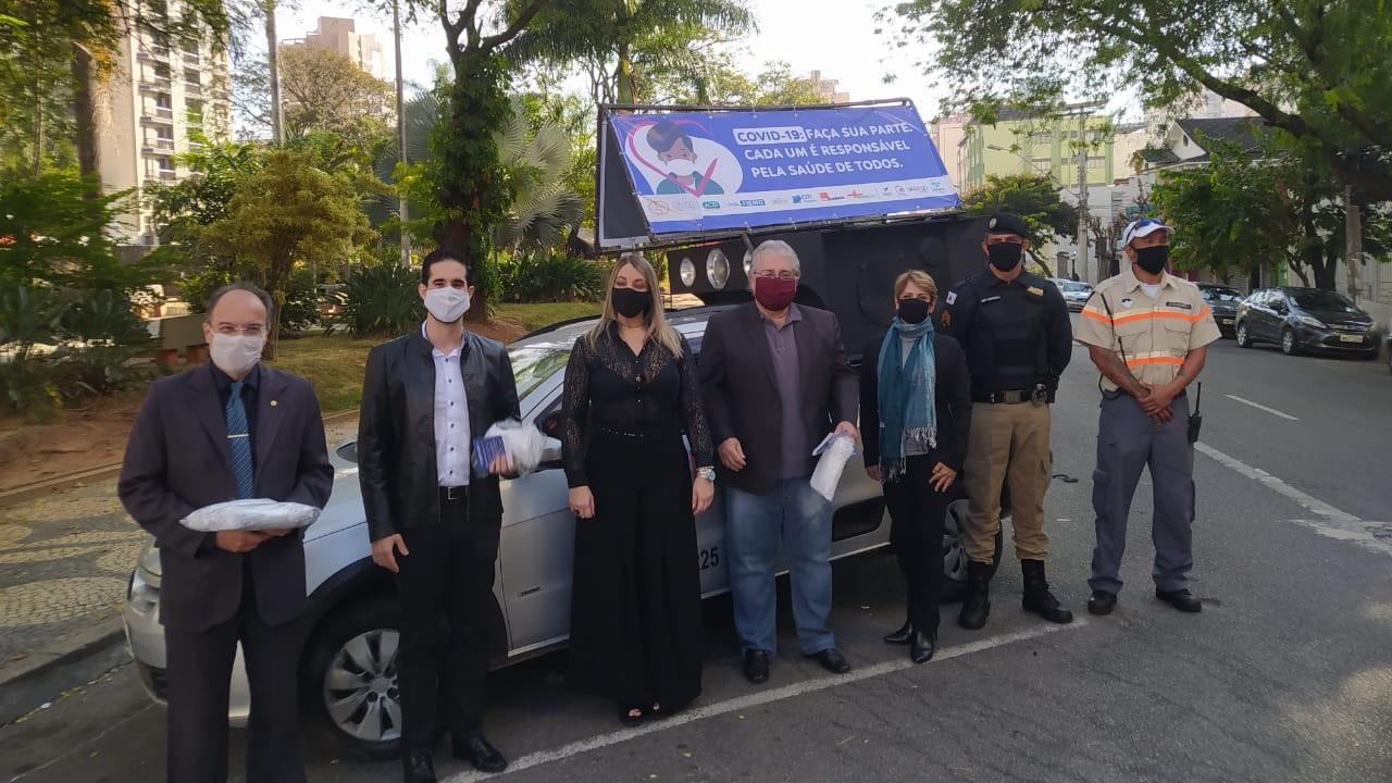 Empresas fazem blitz informativa e doam máscaras em Minas Gerais