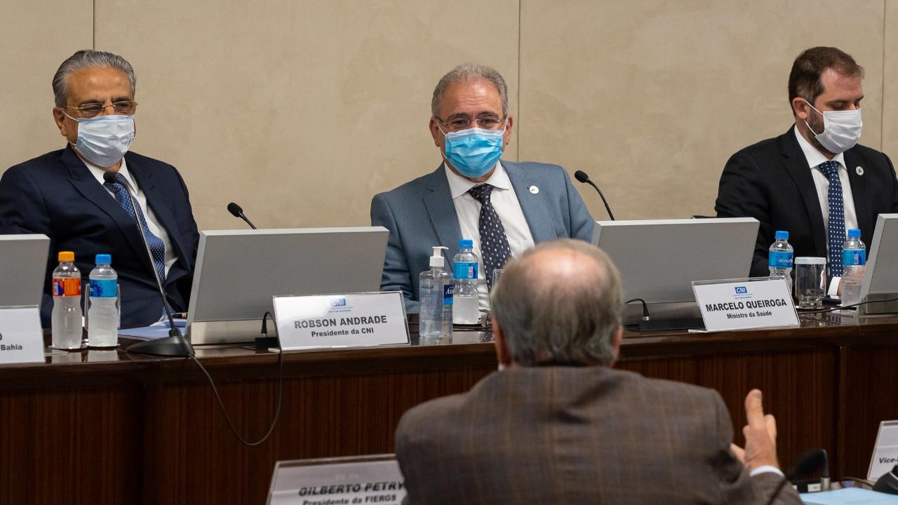 Economia terá problemas enquanto toda população não for vacinada, diz presidente da CNI