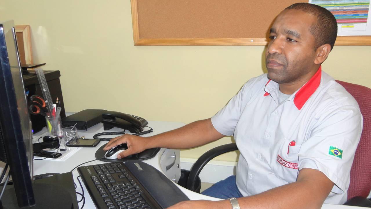 Educação profissional abre portas para a vida, diz primeiro medalhista do SENAI em competições internacionais