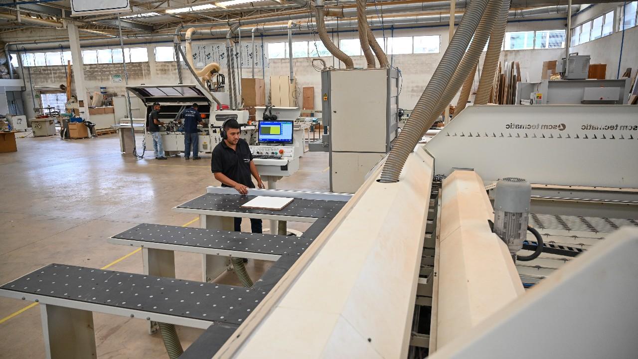 Produção industrial desaquecida, mas emprego da indústria cresce