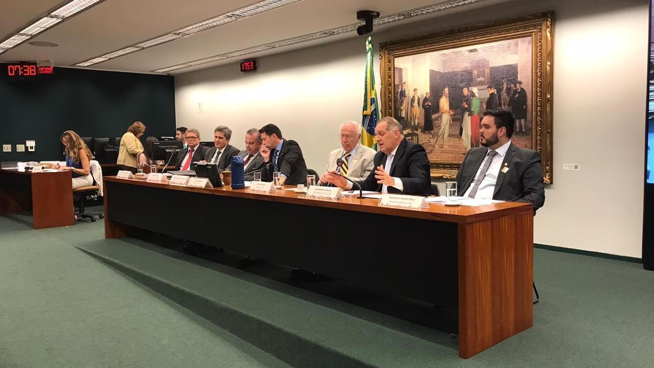 Convenção 158 da OIT prejudica criação de emprego e fomenta conflito judicial