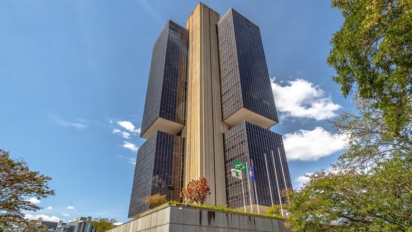 Fraco desempenho da atividade econômica mostra que Brasil precisa reduzir juros, diz presidente da CNI em exercício