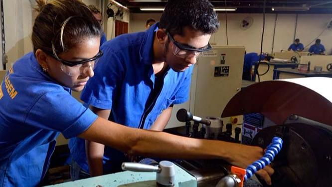 IEL e SENAI estão com matrículas abertas em cursos pagos e gratuitos em sete estados