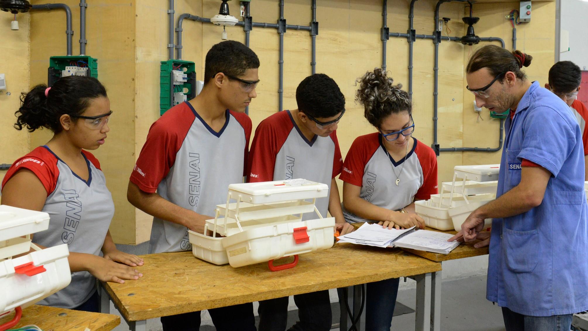 Na volta às aulas, SESI e SENAI implantam o novo ensino médio  integrado à formação profissional