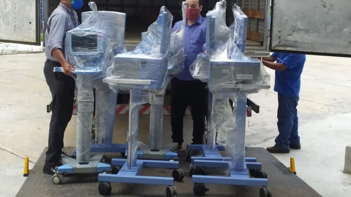 SENAI de Pernambuco entrega 12 respiradores para a rede de saúde