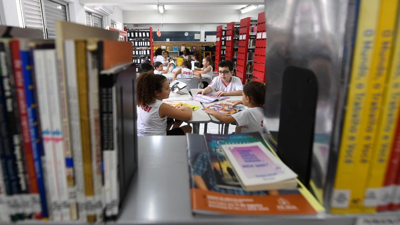 Todos juntos em defesa dos jovens menos favorecidos e dos trabalhadores brasileiros