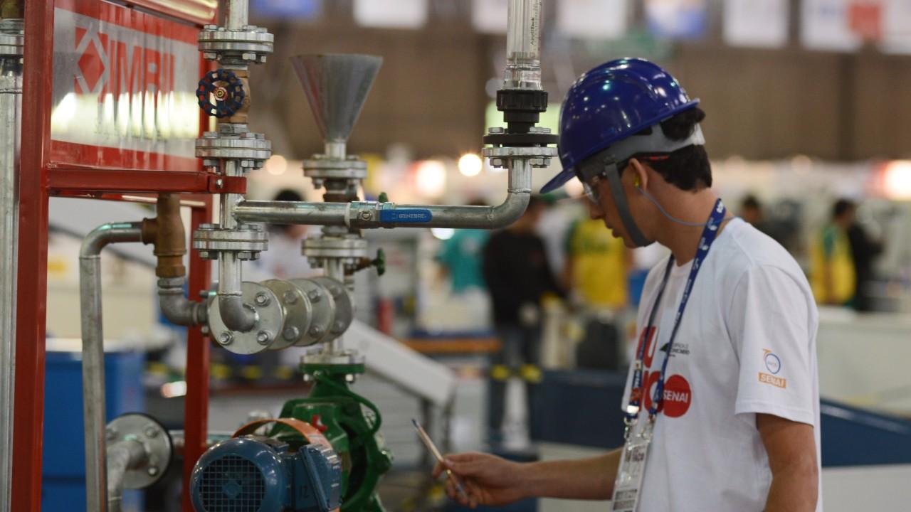 Especialista em mercado de trabalho destaca alta empregabilidade e bons rendimentos de profissionais formados pelo SENAI