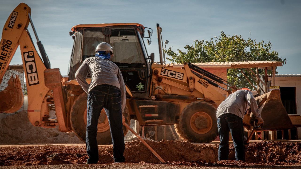 Indústria da construção permanece estável em agosto, aponta CNI