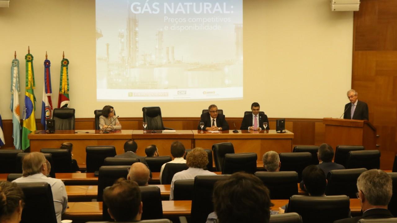 Abertura do mercado estimulará competitividade do gás natural, dizem especialistas
