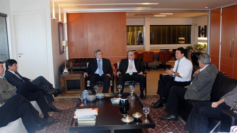 Presidentes da Fiems, Fecomércio e Famasul reúnem-se com diretores do BB