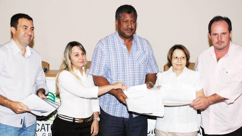 Silems e produtores entregam manifesto com reivindicações ao Governo