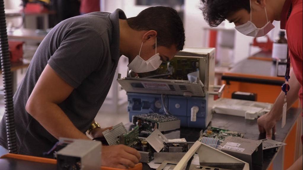 Rede voluntária coordenada pelo SENAI conserta mais de 2 mil respiradores
