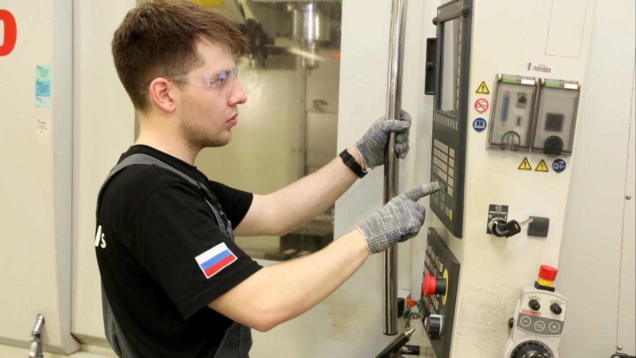 SENAI Santa Catarina prepara estudantes russos para mundial de profissões