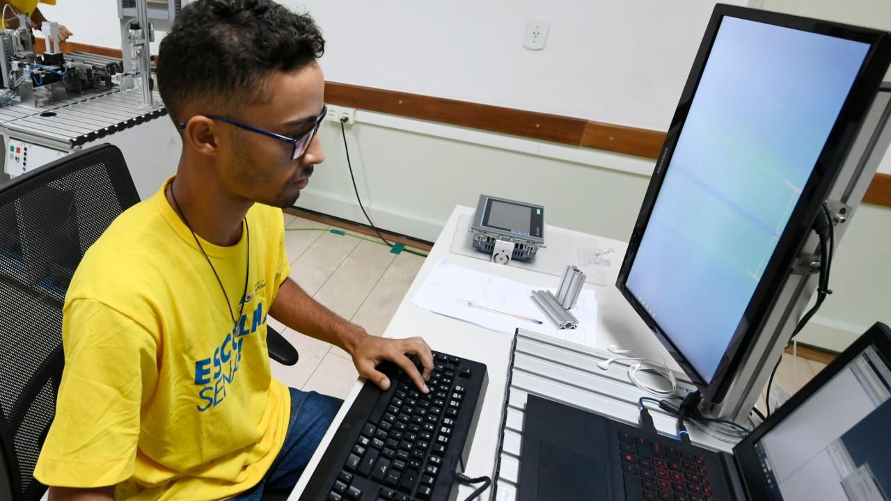 Entre o futebol e a programação, jovem escolheu representar o Brasil na WorldSkills