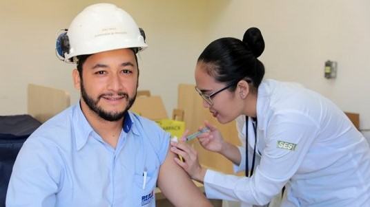 SESI faz campanha de vacinação contra gripe em indústrias de todo Brasil