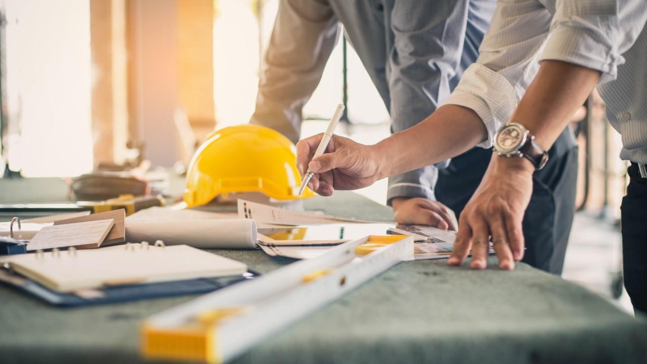 Confiança dos empresários da indústria da construção cai pelo segundo mês consecutivo, diz CNI